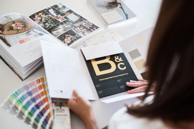 Denise Perrine Design hat einen Blog zwischen Salzburg, Linz und München. Sie bietet dem Brautpaar Tipps für die Hochzeitseinladung und für die Planung der Hochzeit. Perfekt für die DIY Braut.