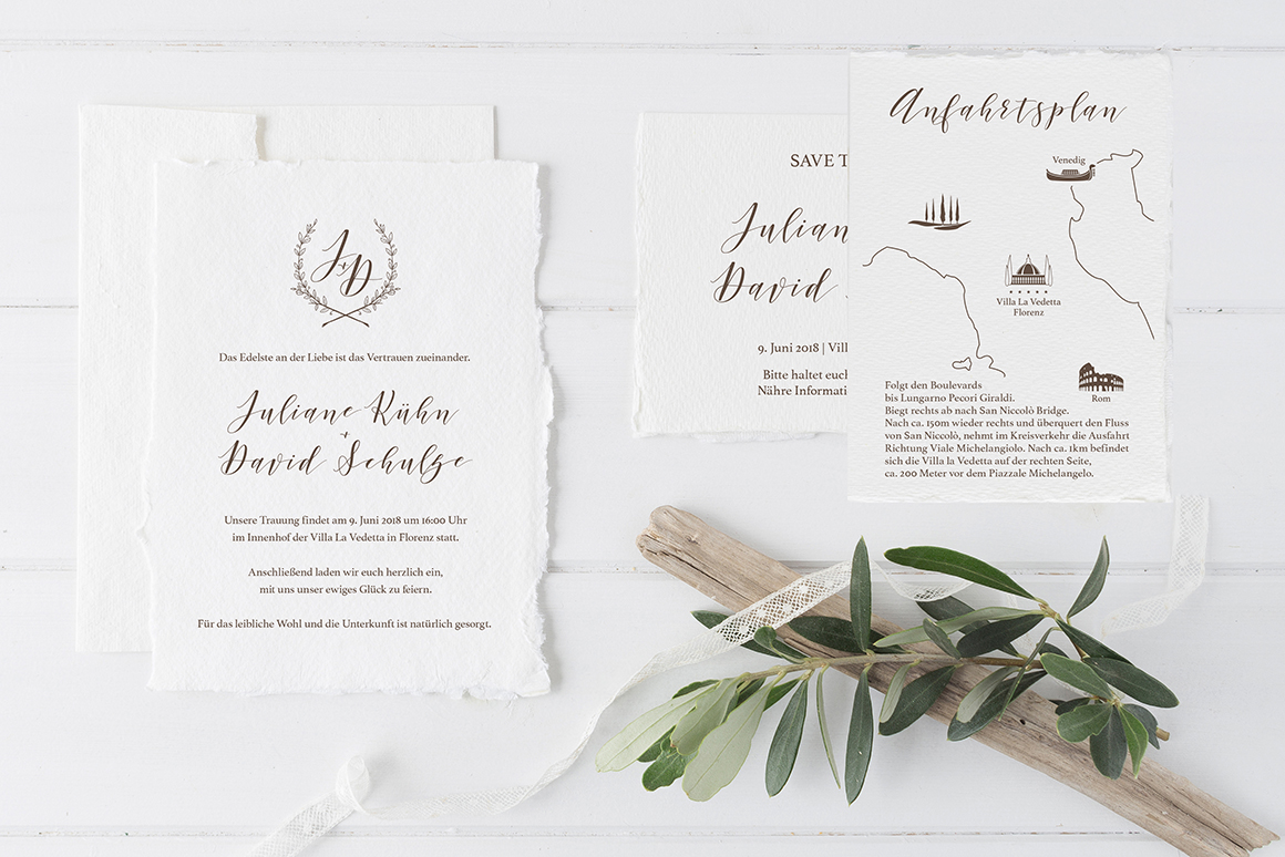 Ihr wollt in Italien heiraten und such noch die passende Hochzeitseinladung? Für diese Toskana Hochzeit habe ich die Einladungskarten gestaltet. Die Papeterie wurde auf Büttenpapier gedruckt - eine wundervolle Haptik. Das Kuvert der Save the Date Karte wurde mit dem Hochzeitslogo vom Brautpaar bedruckt. Ich liebe eine Destination Wedding.